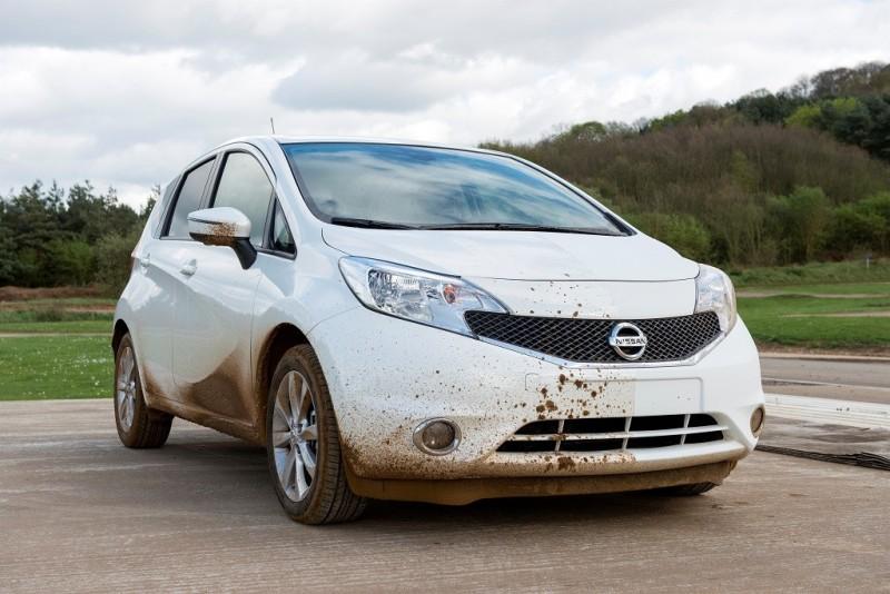 Nissan desarrolla el primer prototipo de coche que se limpia solo