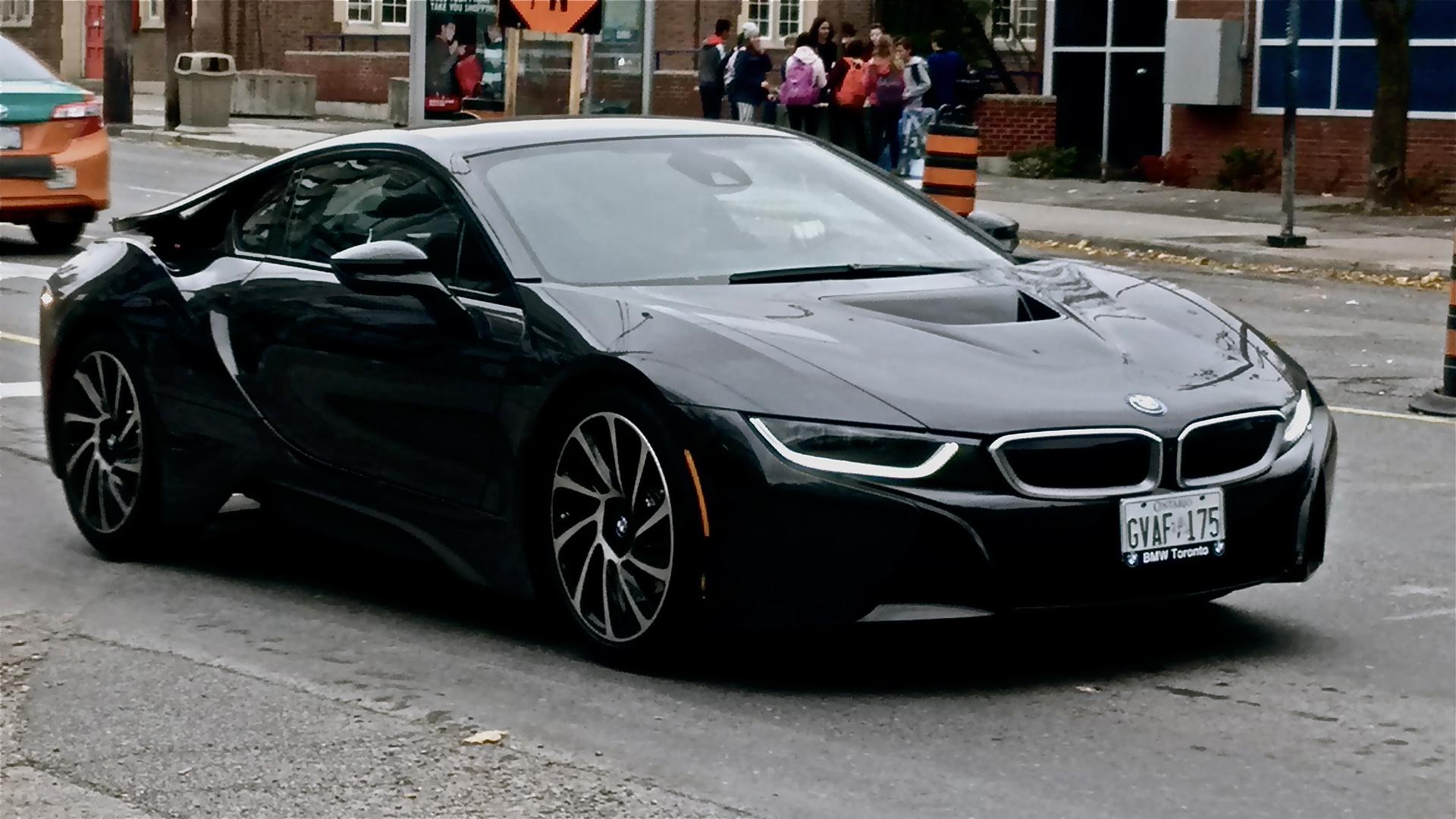 Gracias-a-la-tecnología,-BMW-atrapa-a-un-ladrón-encerrado-en-el-coche-que-había-robado1920