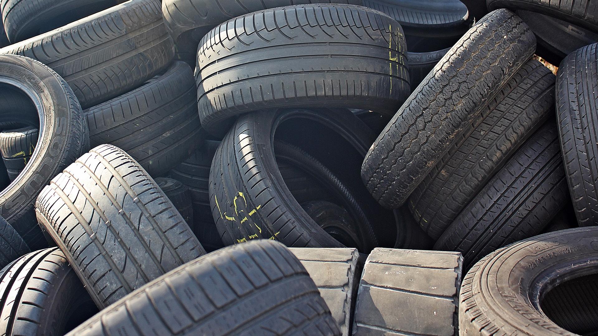 Los neumáticos nuevos siempre se colocan detrás.1920