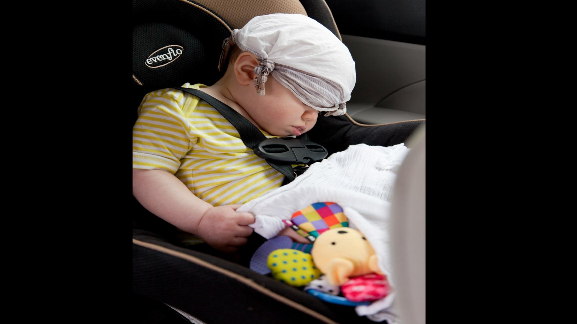 Un ninho inventa un aparato para evitar que los ninhos mueran de calor dentro del coche.1920