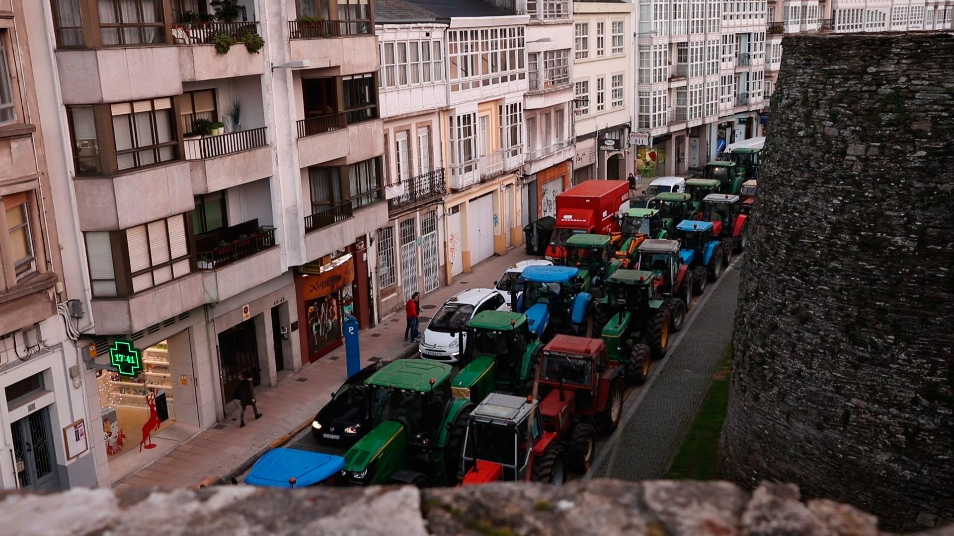 Multas-para-los-tractores-en-doble-fila-1920