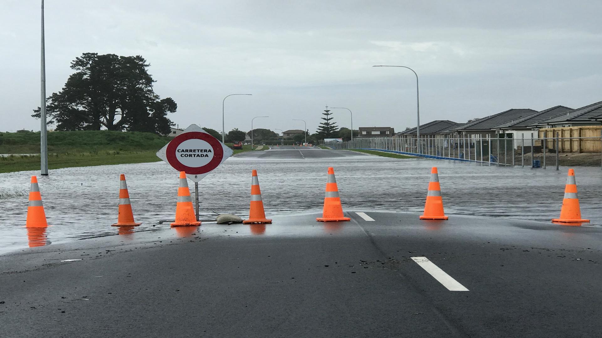 Si los caminos están inundados no cojas el coche 1920