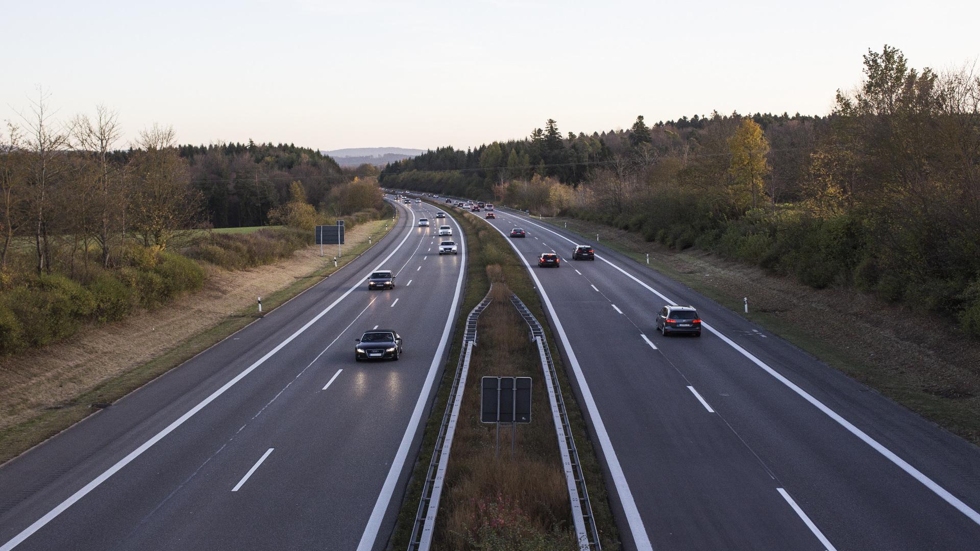 Multas de 200€ a los conductores que sin ningun motivo circulen por la izquierda.j1920
