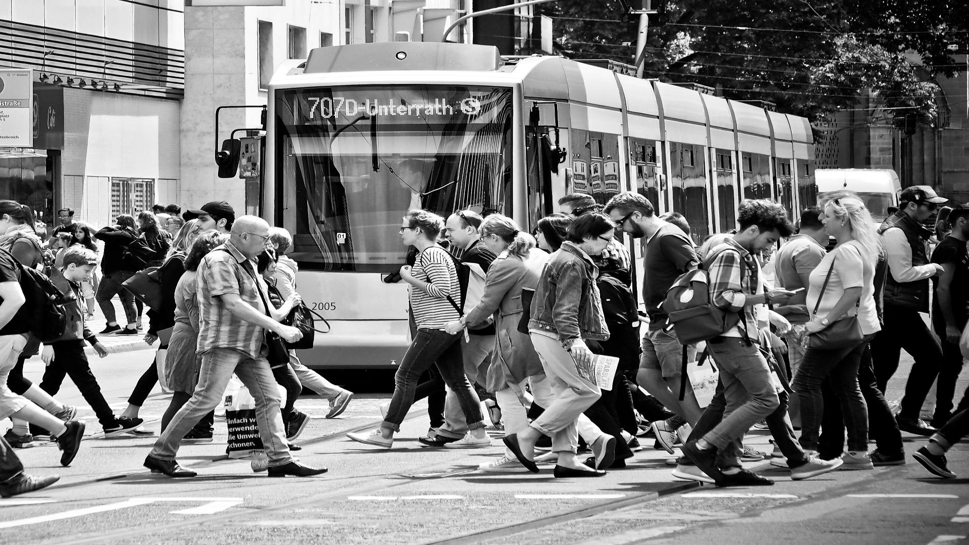 Semaforos que evitan que los peatones vayan mirando el movil1920