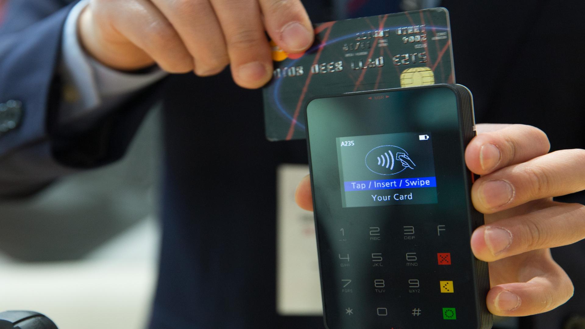 Todos los establecimientos estaran obligados a aceptar pagos alternativos al dinero en efectivo1920