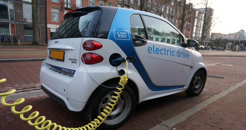 A partir de 2040 España pretende prohibir coches diesel gasolina e hibridos.1920