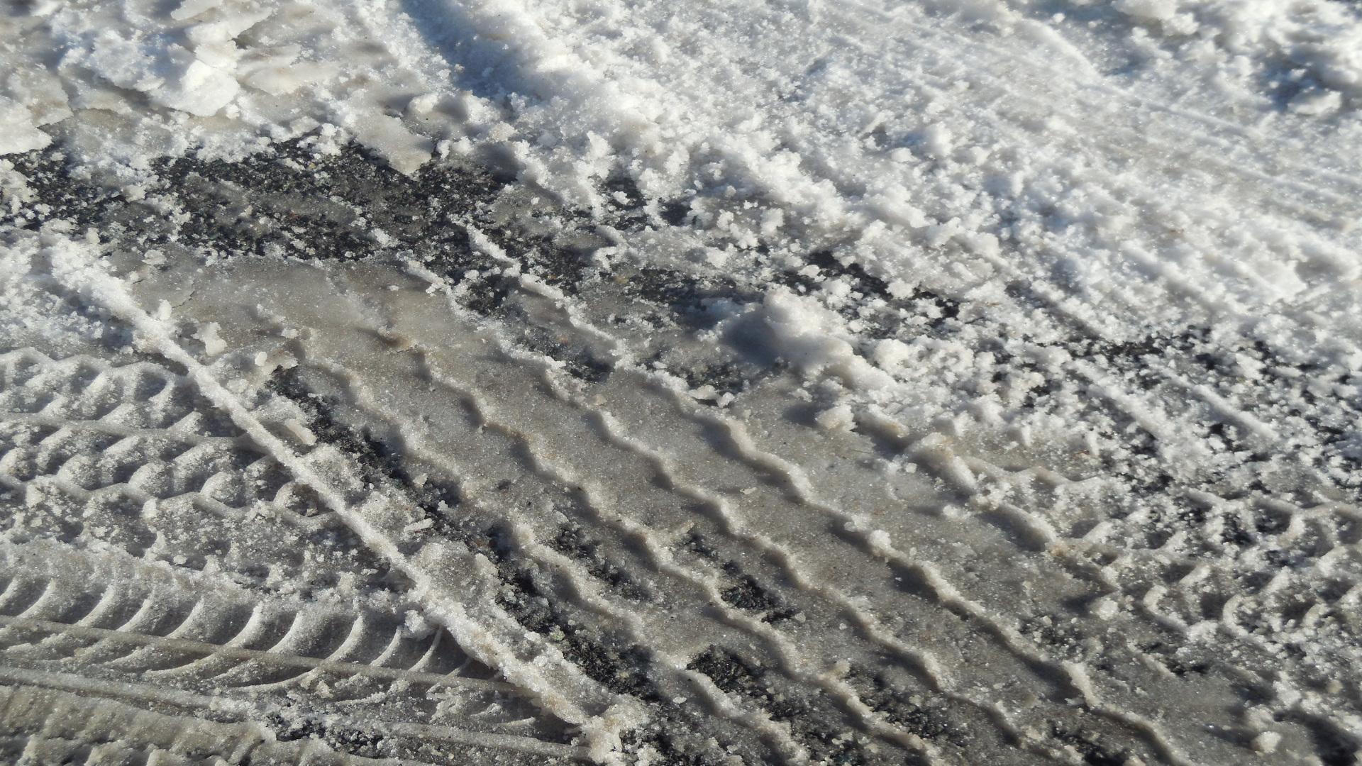 El sal que se utiliza en la carretera puede provocar daños en tu coche1920