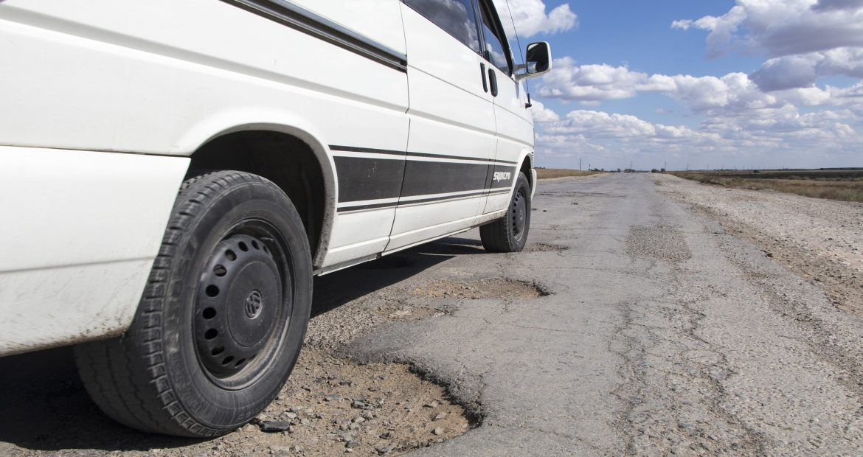 Si sufres un accidente por culpa del mal estado de la carretera puedes reclama los daños1920