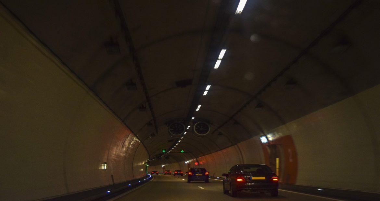 Ojo con el sensor de luz hay carreteras en las que no es válido.1920