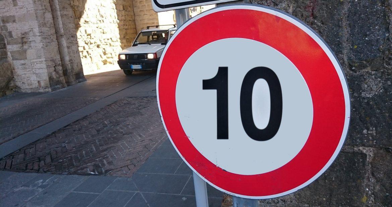 En el centro de Pontevedra a 10 Km por hora1920