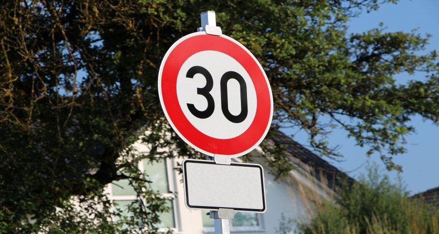 La DGT quiere bajar el límite de velocidad máxima a 30km-h en las ciudades 1920
