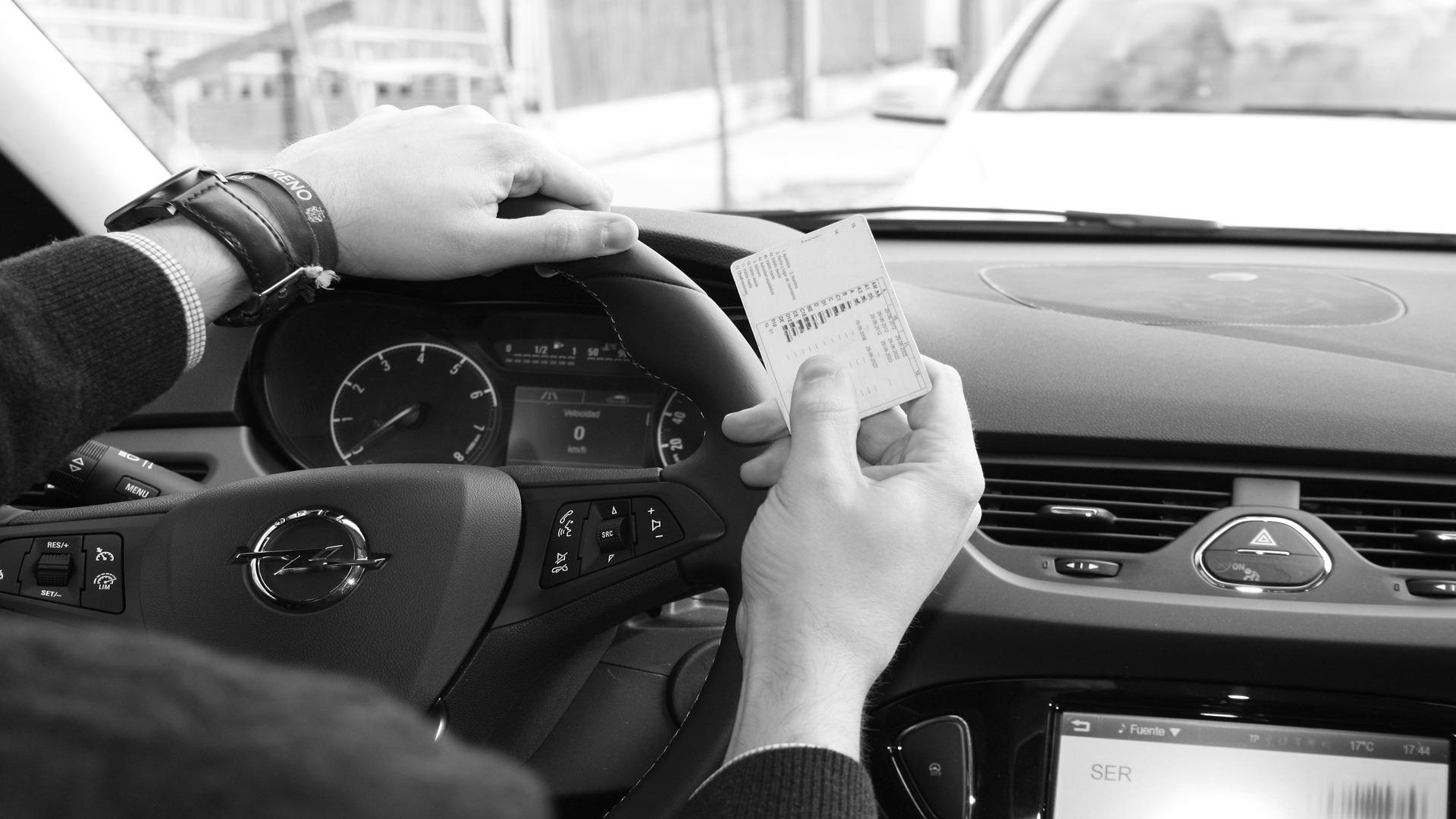 Las regiones que pasen a fase II desde hoy ya pueden reanudar los examenes para obtener el permiso de conducir.1920
