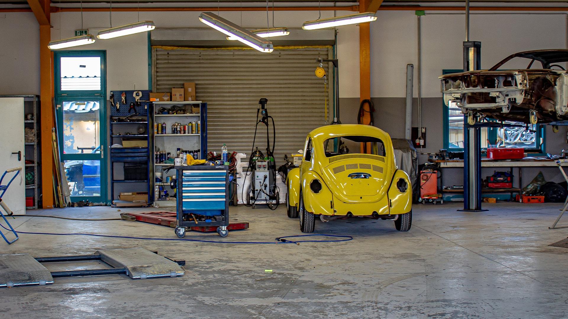 en-los-talleres-habra-una-zona-especial-para-reparar-los-coches-electricos-1920.